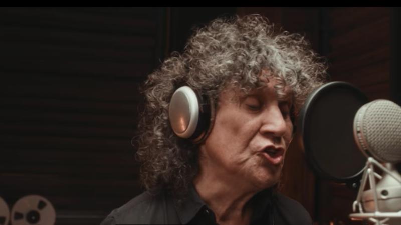 """30 músicos chilenos realizan cover de la canción """"El Derecho de Vivir en Paz""""."""